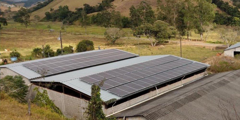 Sistema de energia solar já finalizado no supermercado Campos do Vale na cidade de Paiva - MG, próximo a Barbacena